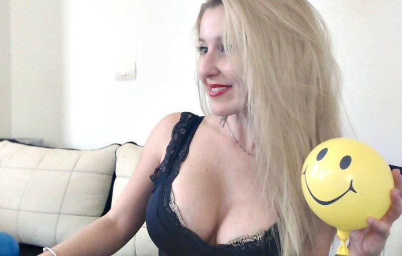 Exclusivegirl Blonde Girl On Live Sex