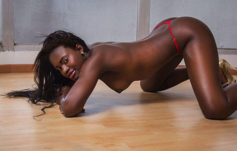 AlmaDahl Hot Ebony Cam Show