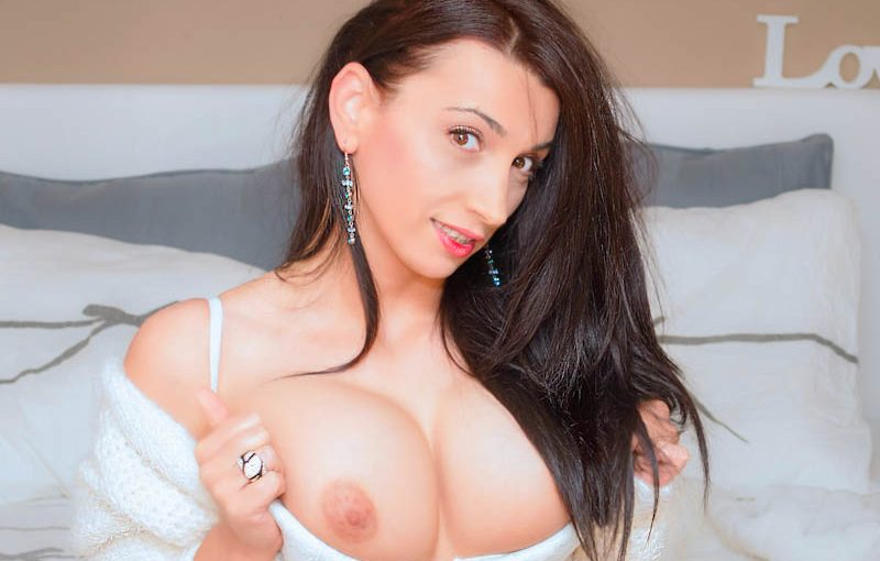 Free Live Sex Show With chloeswift