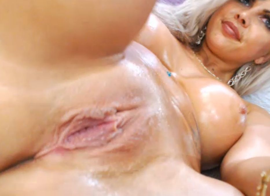 Horny Blonde xalexax With Pussy Wet