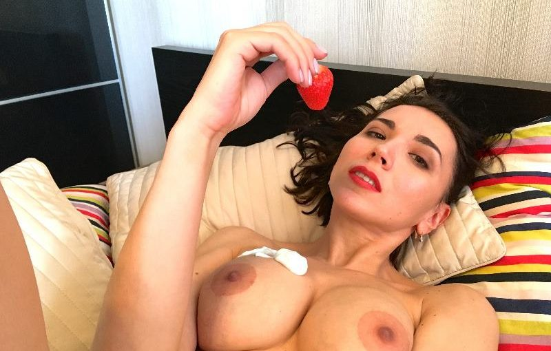 Busty ArtfulKate Live Sex Show