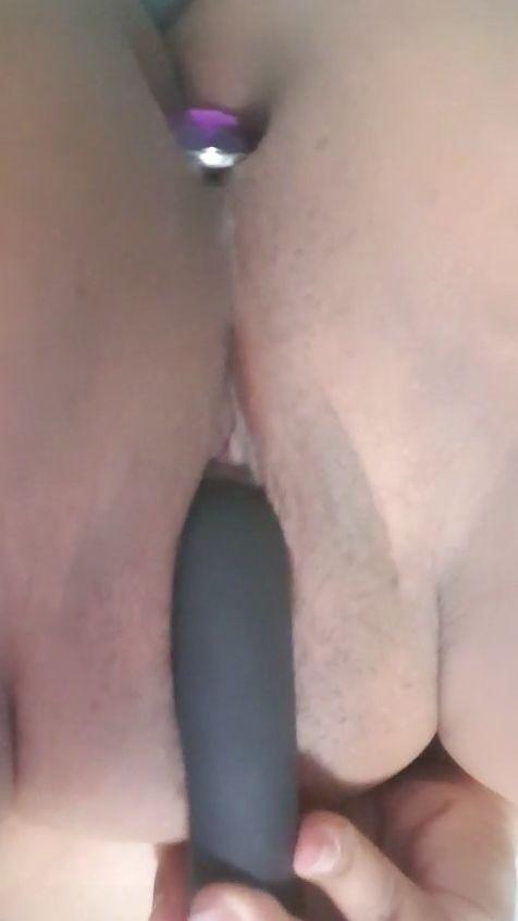 Amateur Girl Masturbating Her Pussy In Public