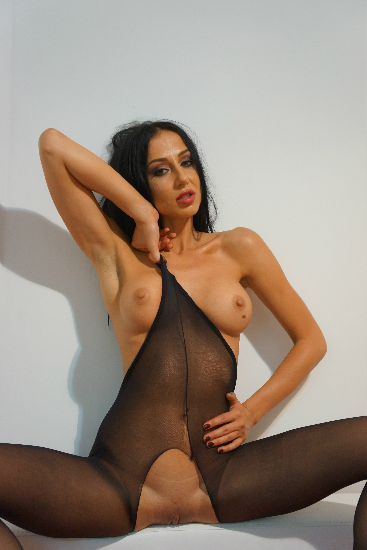 DanielleSquirts Free Live Sex Show