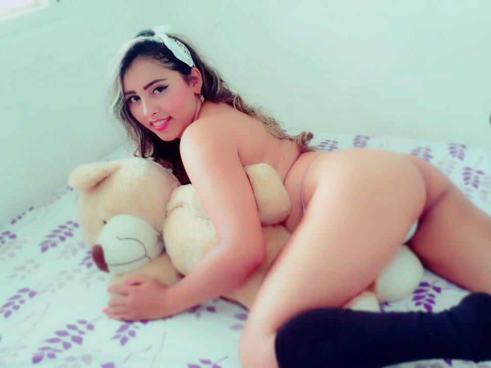 chelseyAsh young colombian cam girl looking for sex on cam !
